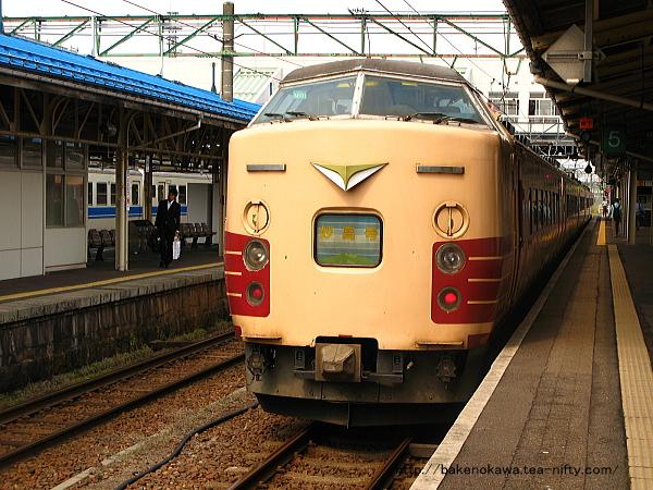 直江津駅で待機中の189系電車「妙高」その1