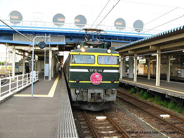直江津駅に停車中の「トワイライトエクスプレス」