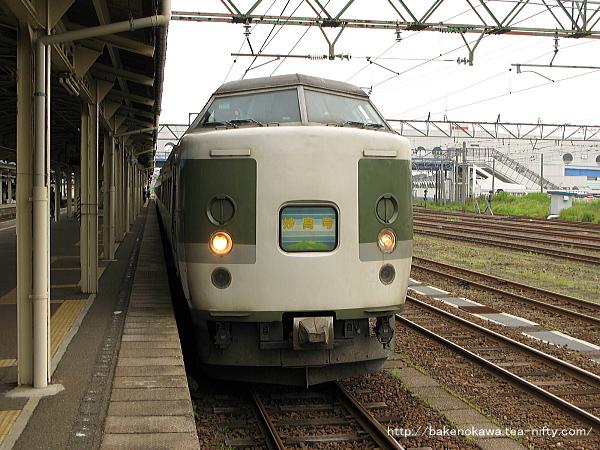 直江津駅で待機中の189系電車「妙高」その2