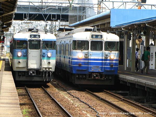 直江津駅で待機中の115系電車その1