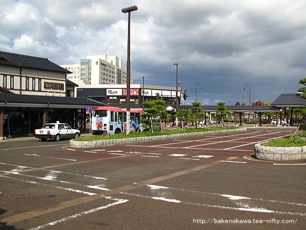 機能的な構造の新発田駅前ロータリー