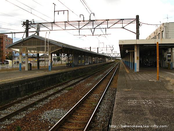 1番線の加治駅方から見た新発田駅構内