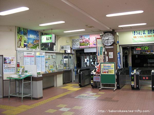 リニューアル以前の新発田駅駅舎内の窓口辺りの様子