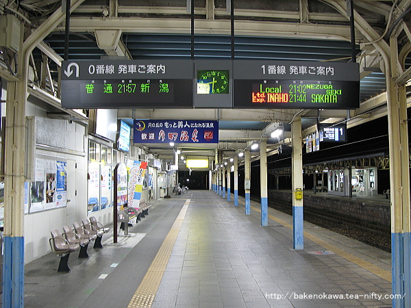 駅舎リニューアル以前の新発田駅1番ホーム上屋下の様子