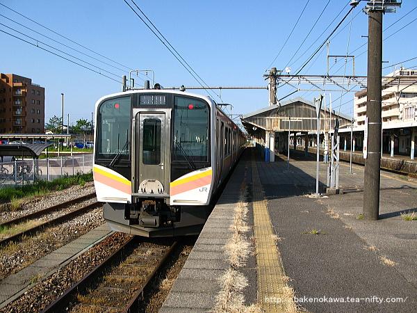 新発田駅で待機中のE129系電車