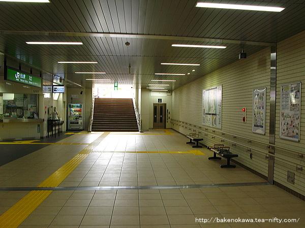 白山駅地下の南北自由通路