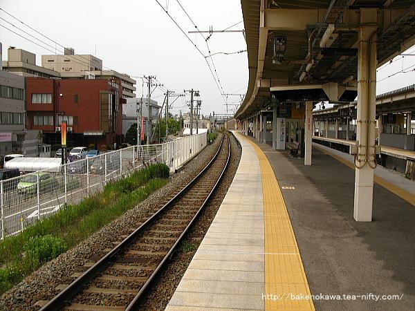 白山駅3-4番島式ホームの4番線側から関屋駅方を見る