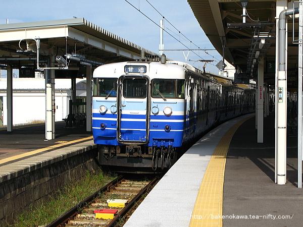 白山駅に停車中の115系電車その1