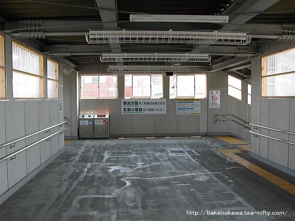 仮設跨線橋内部の様子