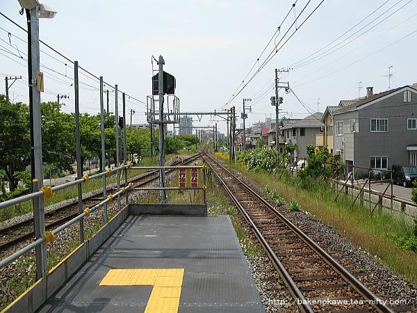 新潟方ホーム切断で短くなった有効長を補うために仮設された1番線のホーム端