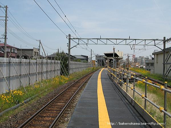 1番線の仮設ホーム端から見た白山駅構内
