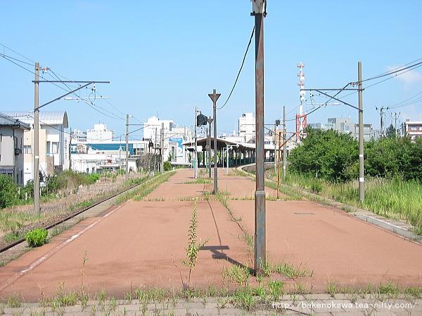 改修着手以前の島式ホーム関屋駅方から見た構内