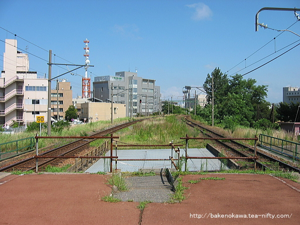 改修着手以前の島式ホーム端から新潟駅方を見る