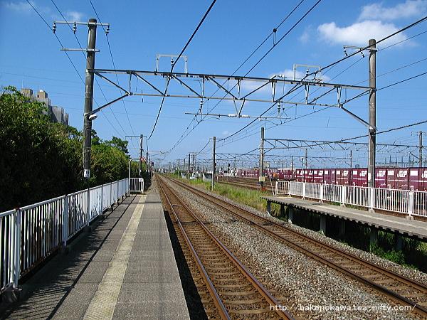 1番線端から新潟駅方面を見通す