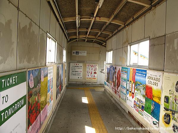 東新潟駅跨線橋内部の様子