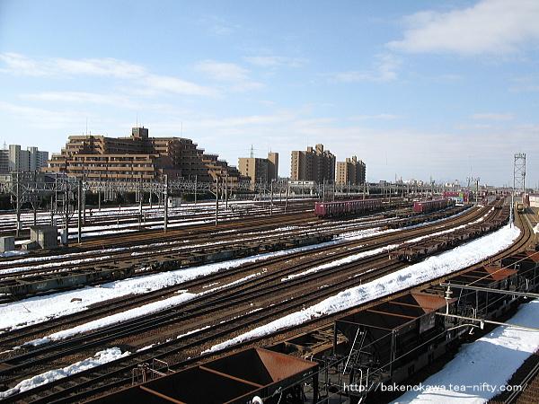 陸橋の北側から見た新潟貨物ターミナルの様子