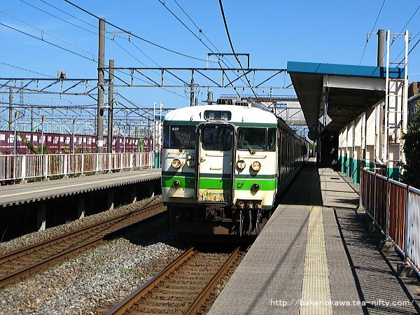東新潟駅1番線に停車中の115系電車新潟行