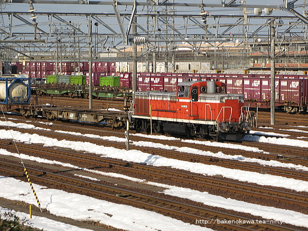 新潟貨物ターミナルに一両常駐している、JR貨物所属のDE10形ディーゼル機関車