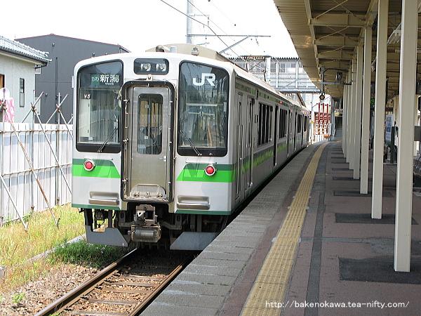 白山駅から出発するE127系電車その2