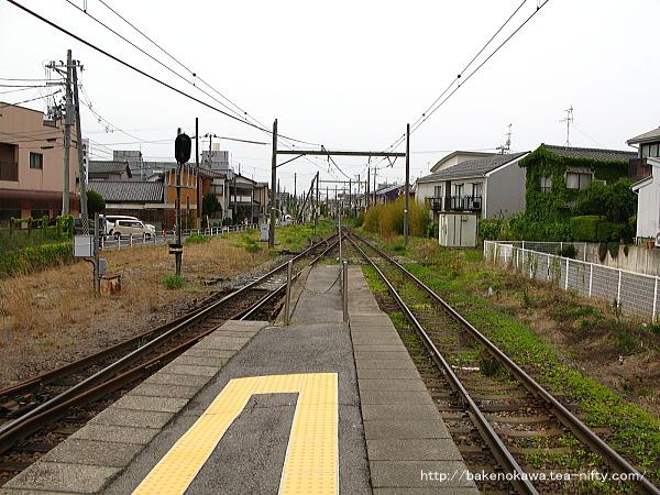 関屋駅の島式ホームその2