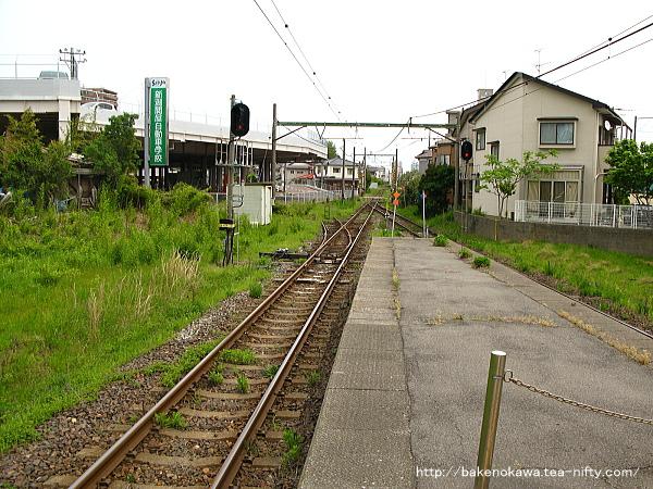 関屋駅の島式ホームその5