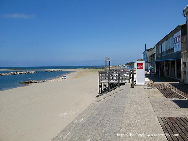 初夏の関屋浜海水浴場