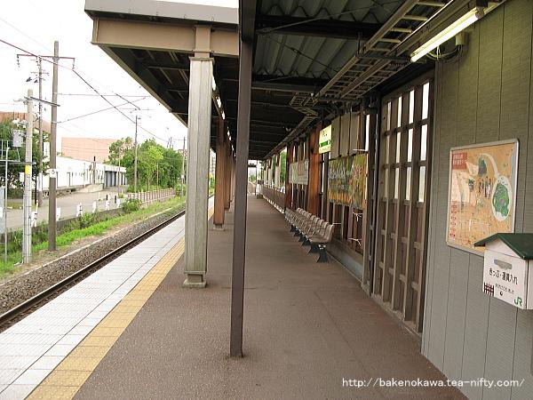 春日山駅のホームその3