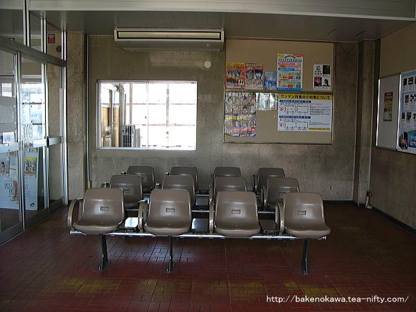 駅舎内の待合室