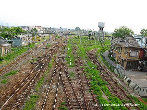 陸橋上から見た坂町駅構内