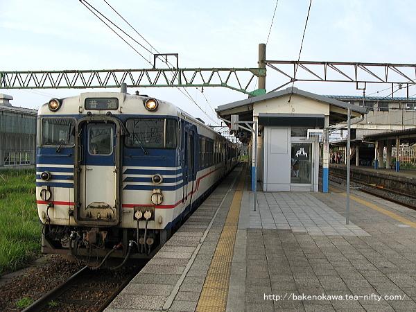坂町駅に停車中のキハ40系気動車