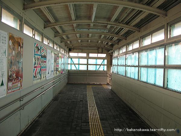 2012年3月当時の小針駅跨線橋内部