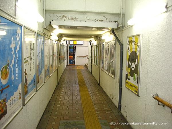 村上駅構内の地下道