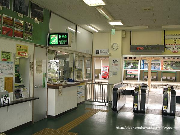 磐越西線新潟県内区間最大の駅である当駅には、当然みどりの窓口を設置