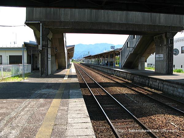 1番線の北五泉駅方から見た五泉駅構内