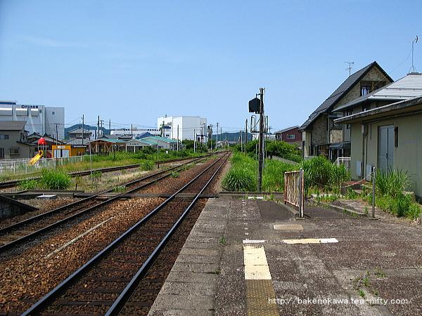 1番線端から北五泉駅方を見る