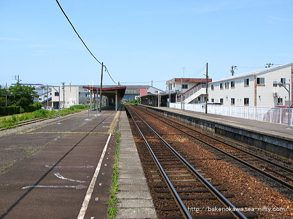 2-3番島式ホームの2番線猿和田駅方から見た五泉駅構内