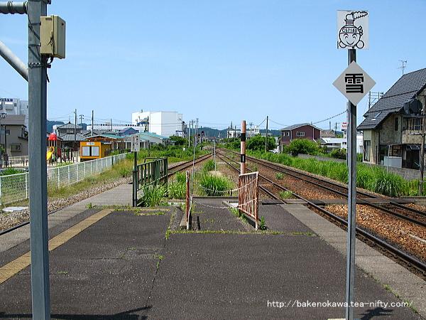五泉駅島式ホーム端から北五泉駅方を見る