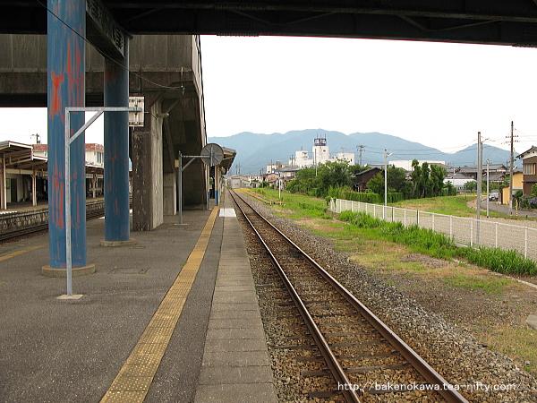 3番線北五泉駅方から猿和田駅方を見る