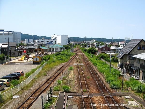 中央連絡橋上から見た五泉駅構内外れの北五泉駅方