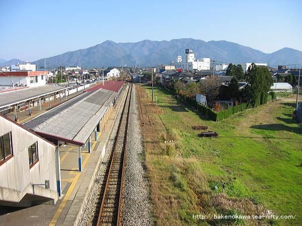 蒲原鉄道関係の空き地の再活用が手付かずだった時期の駅南側の様子