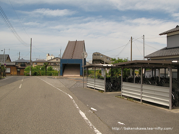 >「五泉地域包括支援センター」が建設される以前の、中央連絡橋南側出入り口付近の様子