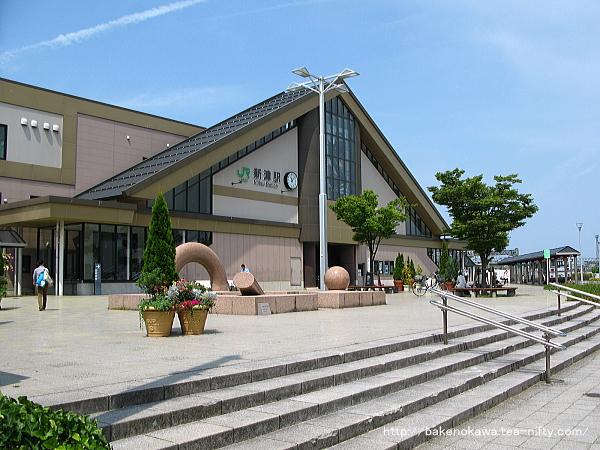 新津駅駅舎東口