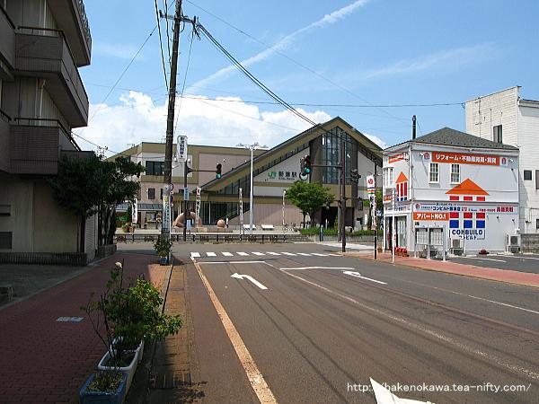 駅前通りから見た東口
