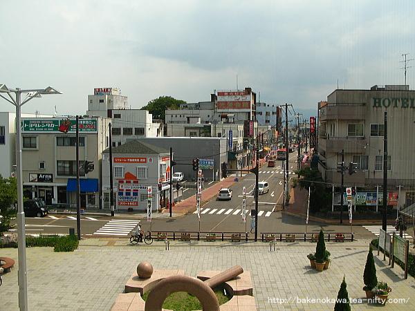 橋上駅舎上から見た東口
