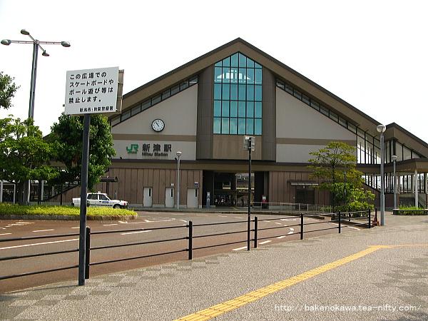新津駅西口の様子