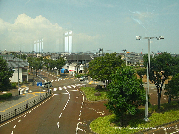 橋上駅舎上から見た西口