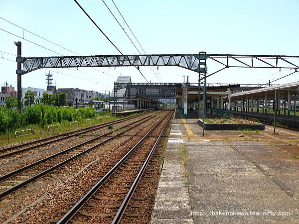 新津駅の2-3番島式ホームその1