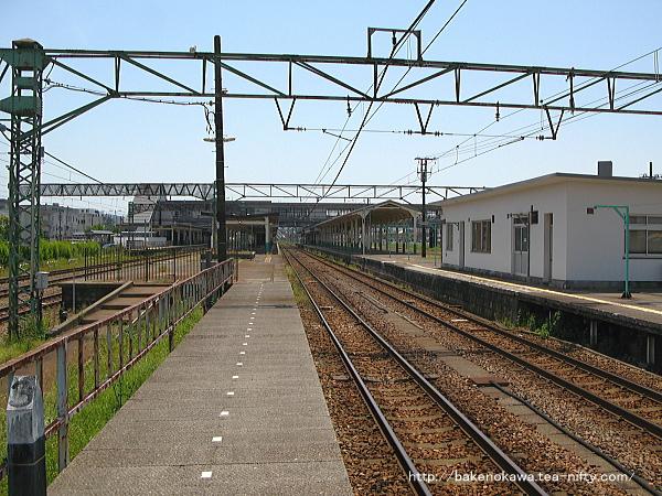 新津駅の2-3番島式ホームその2