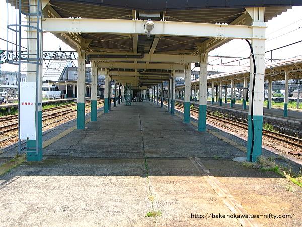 新津駅の2-3番島式ホームその4