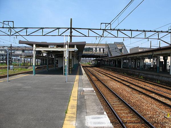 新津駅の2-3番島式ホームその6